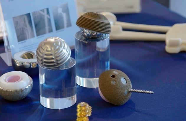 Implantate und Prothesen: Versprechen und Risiken