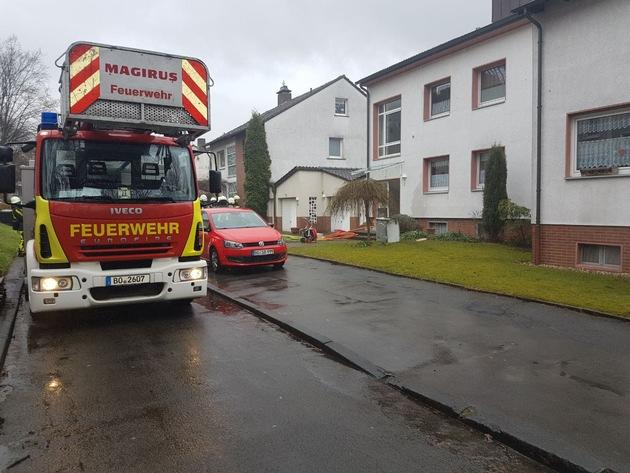 Feuerwehr Bochum bei den Belüftungsmaßnahmen.  Fotos: Feuerwehr Bochum