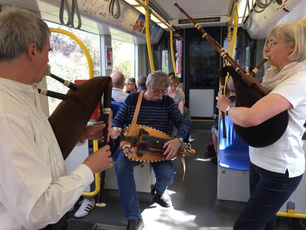 Dudelsackmusik auf der Linie 7