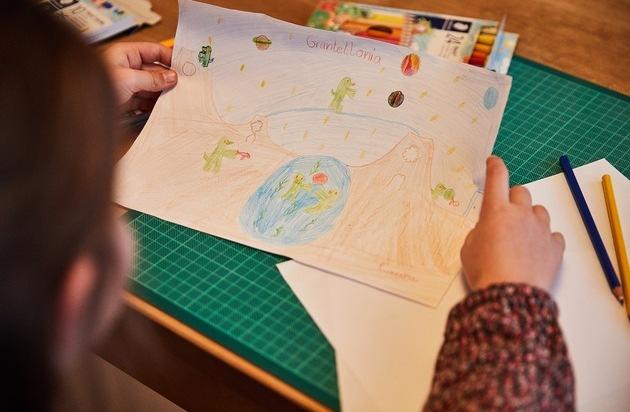 Wie Kindergedanken bunt wurden: Eine kurze Geschichte des Farbstifts