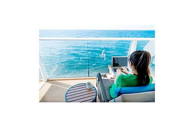 Internet mitten auf den Weltmeeren ist weiterhin kostspielig - mit verschiedenen Paketen versuchen die Reedereien ihre Angebote attraktiv zu gestalten. Foto: captain-kreuzfahrt,de/istock/baona