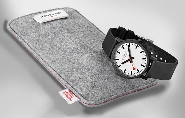 """Mondaine essence - pouch & watch. Weiterer Text über ots und www.presseportal.ch/de/nr/100063327 / Die Verwendung dieses Bildes ist für redaktionelle Zwecke honorarfrei. Veröffentlichung bitte unter Quellenangabe: """"obs/Mondaine Watch Ltd."""""""