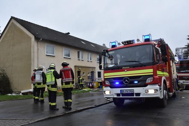 FW-DO: Brand in einem Wohnhaus in Körne/Feuerwehr Dortmund löscht brennendes Einfamilienhaus