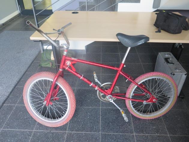 POL-FB: Wer nutzte das rote BMX-Rad? - Wir suchen Zeugen nach Raub in Lindheim
