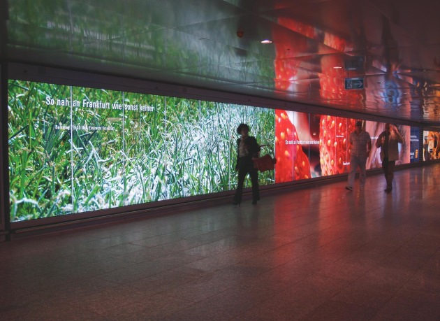 """Lightcorridor (Bild 3) auf der Ebene 0 am Flughafen Frankfurt / Die Verwendung dieses Bildes ist für redaktionelle Zwecke honorarfrei. Abdruck bitte unter Quellenangabe: """"obs/Landesbank Hessen-Thüringen"""" Weiterer Text über ots und unter www.presseportal.de."""
