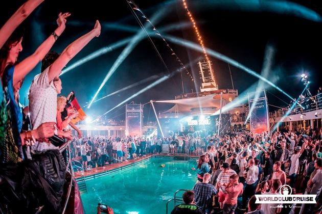 Bei der World Club Cruise verwandelt sich das Schiff zu einem schwimmenden Club mit jeder Menge bekannter DJs. Foto: Tui Cruises