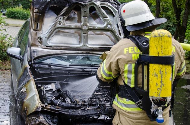 PKW-Brand - Quelle: Feuerwehr Menden