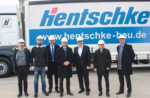 Ministerpräsident Michael Kretschmer besucht Hentschke Bau / Solidarität und Unterstützung zugesichert