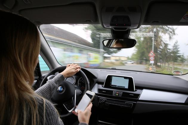 Durch das Handy am Steuer passieren teilweise schwere Verkehrsunfälle. Die Aktion soll das Gefahrenbewusstsein der Verkhsrteilnehmer stärken.  Bild: Polizei Osnabrück