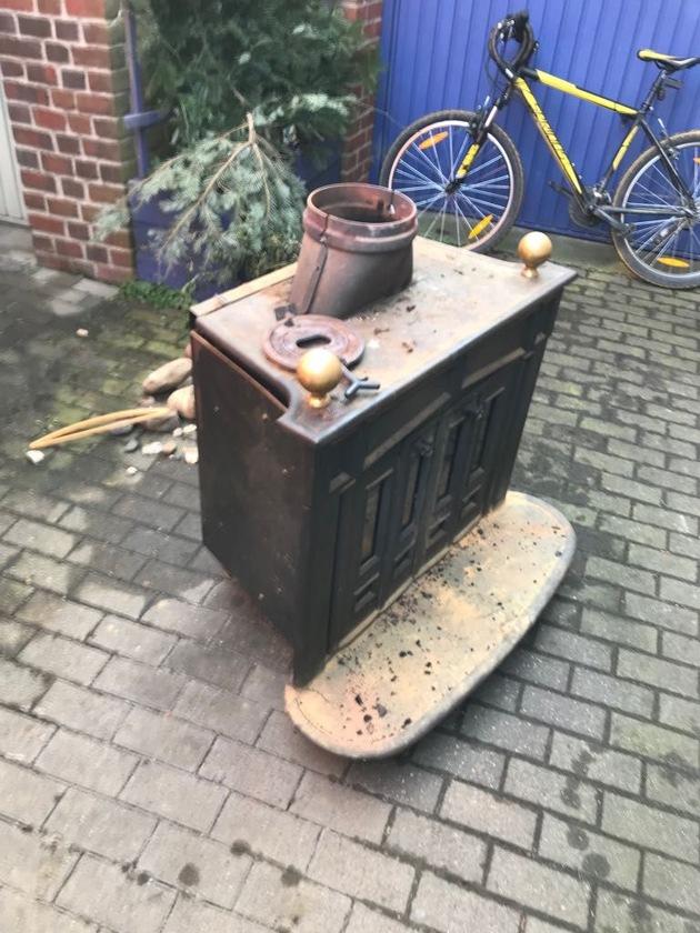 FW Lage: Feuer 2 / Kaminofenbrand - 18.02.2018 - 13:05 Uhr