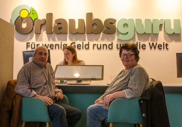 Ein Paar aus Belgien kam extra nach Unna, um dort im Urlaubsguru Store seine Asien- & USA-Rundreise zu buchen. Foto: UNIQ