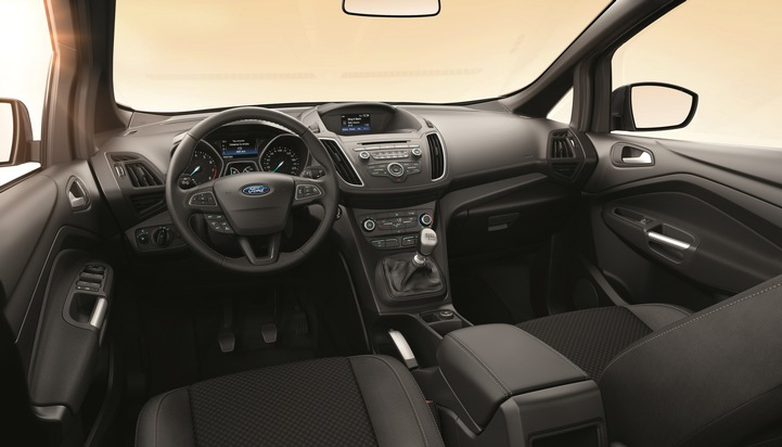 """Zur umfangreichen Serienausstattung des Ford C-MAX Sport gehören unter anderem ein automatisch abblendender Innenspiegel, ein Dachhimmel in Schwarz, die Ford Power-Startfunktion für schlüsselfreies Starten, ein Lederlenkrad mit grauen Ziernähten, ein Lederschaltknauf mit schwarzer Beschriftung. Weiterer Text über ots und www.presseportal.de/nr/6955 / Die Verwendung dieses Bildes ist für redaktionelle Zwecke honorarfrei. Veröffentlichung bitte unter Quellenangabe: """"obs/Ford-Werke GmbH"""""""
