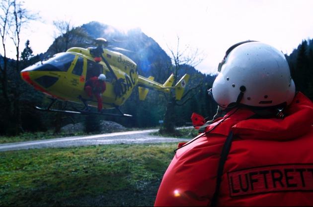 ADAC-Luftrettungsbilanz 2001 / 27 351 Mal kamen die Gelben Engel aus der Luft