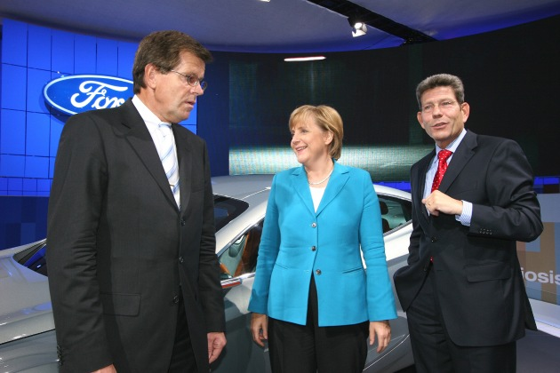 Angela Merkel am Ford-IAA-Stand