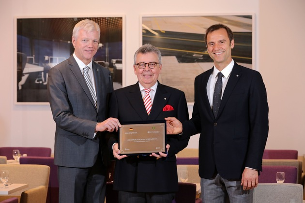 """press release: """"IntercityHotel GmbH celebrates its 30th anniversary and concludes a cooperation agreement with its namesake in South America"""""""