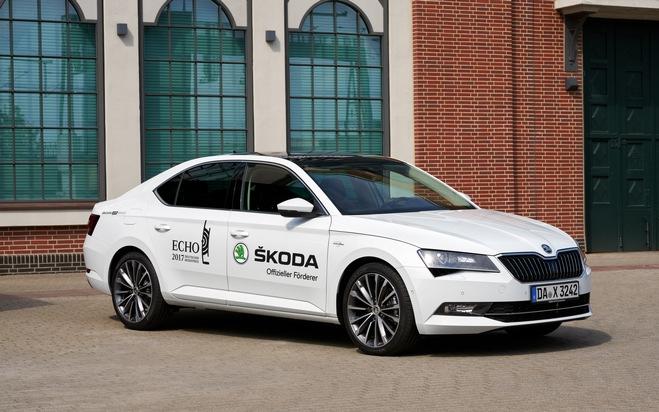 """SKODA chauffiert die Stars zum ECHO 2017. Weiterer Text über ots und www.presseportal.de/nr/28249 / Die Verwendung dieses Bildes ist für redaktionelle Zwecke honorarfrei. Veröffentlichung bitte unter Quellenangabe: """"obs/Skoda Auto Deutschland GmbH"""""""