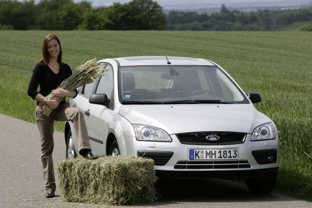 """Der Ford Focus und der Ford Focus C-MAX mit Ethanolantrieb sind ab Mitte August in Deutschland bestellbar. Ethanol, ein Alkohol, kann aus nachwachsenden Rohstoffen wie zum Beispiel Getreide erzeugt werden. Die Verwendung dieses Bildes ist für redaktionelle Zwecke honorarfrei. Abdruck bitte unter Quellenangabe: """"obs/Ford Werke GmbH"""""""
