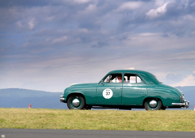 Oldtimer im 'Land der 1.000 Berge': SKODA startet mit faszinierenden Autos bei 'Sauerland Klassik'