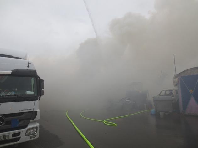 Mittelbrand in Industriegebiet im Stadtteil Gronau von Bergisch Gladbach