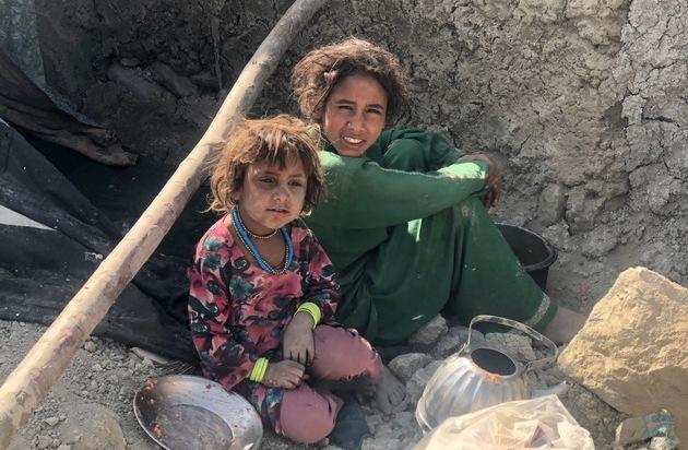hungern-bei-minus-15-grad-winterhilfe-für-familien-in-afghanischem-flüchtlingslager-pul-e-sheena-in-kabul-familien-erhalten-überlebenswichtige-nothilfegüter