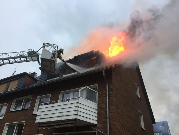FW-E: Wohnungsbrand im Dachgeschoss, mehrere Anrufer
