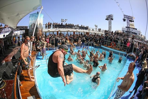Bis zu 2.000 Heavy Metal Fans stechen bei der Full Metal Cruise in See und rocken eine Woche lang auf dem Meer. Foto:Tui Cruises