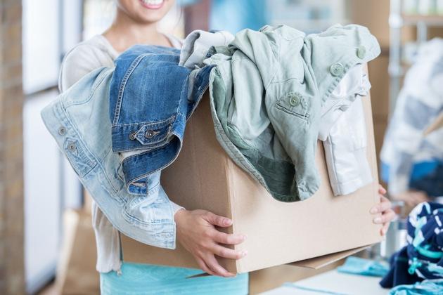 Im Handumdrehen ist im Kleiderschrank Platz für die neusten Trends der Frühlings- und Sommerkollektionen. Foto: Schnäppchenfee/IStock/Steve_Debenport