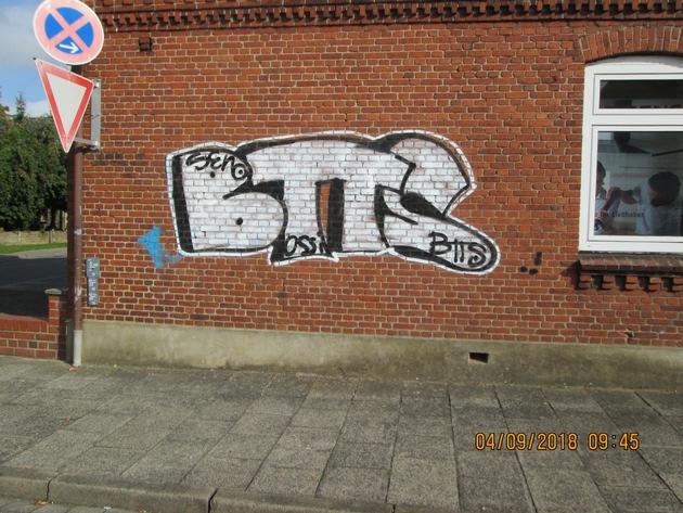Graffiti-Tag an Hauswand in Kropp  Quellenangabe: Polizeidirektion Flensburg