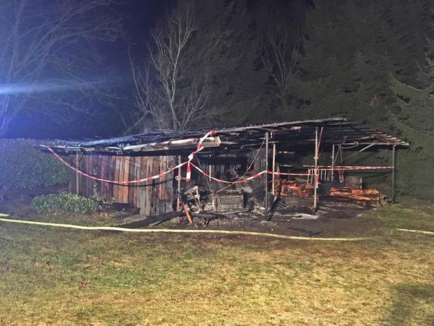 Bild vom abgesperrten Brandort (Übersichtsbild 2)