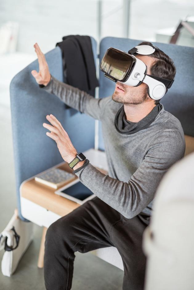 """Virtual Reality wird in Zukunft eine Rolle in der Büroarbeit spielen / Weiterer Text über ots und www.presseportal.de/nr/43223 / Die Verwendung dieses Bildes ist für redaktionelle Zwecke honorarfrei. Veröffentlichung bitte unter Quellenangabe: """"obs/Sedus Stoll AG/Sebastian Bullinger"""""""