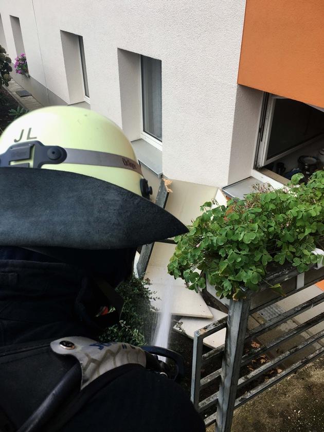 Ein Küchenbrand mit Menschenrettung in der Straße Am Nierkamp