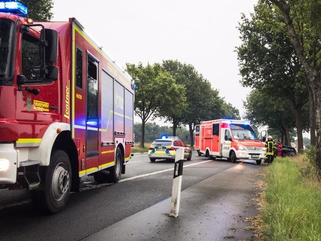 FW-RE: Verkehrsunfall mit vier verletzten Personen