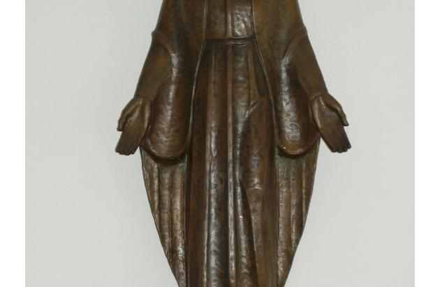 pol ha bronzestatue aus ehemaligen marienhospital gestohlen wer kann hinweise geben. Black Bedroom Furniture Sets. Home Design Ideas