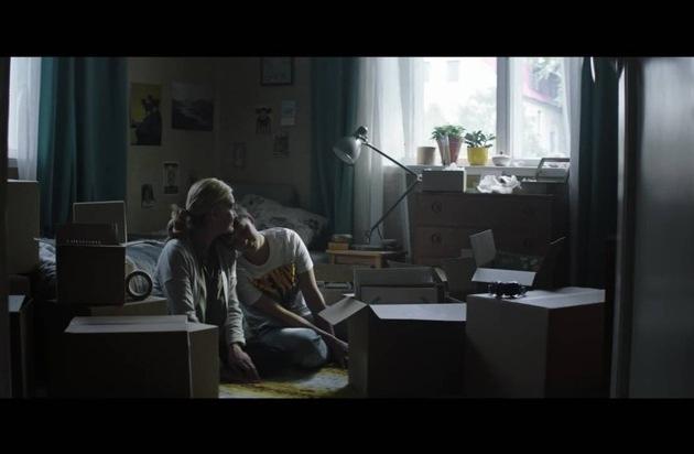 """Zeit, Abschied zu nehmen: PETA startet Kampagne """"Goodbye Milch"""" / Emotionales Video der Tierrechtsorganisation über mütterlichen Trennungsschmerz"""