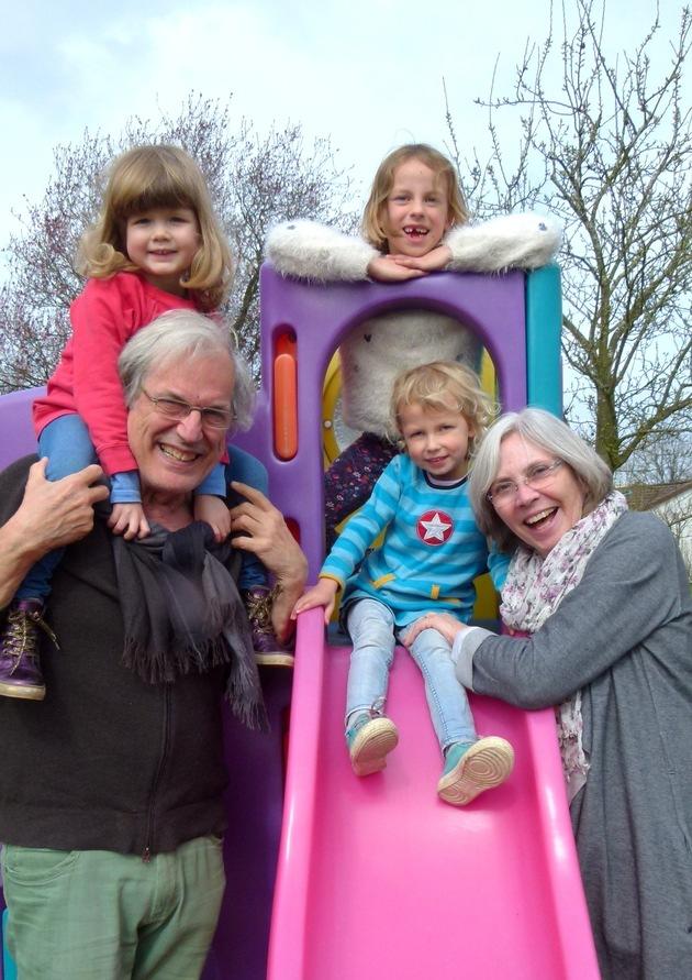 Dietrich von Horn mit seiner Frau und den Enkelkindern - Credit: PRIVAT