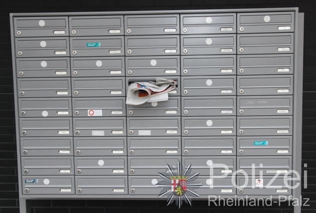 Voller Briefkasten