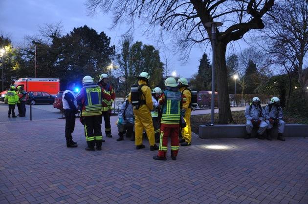 FW-PI: Elmshorn: Gefahrguteinsatz in Elmshorner Berufsschule