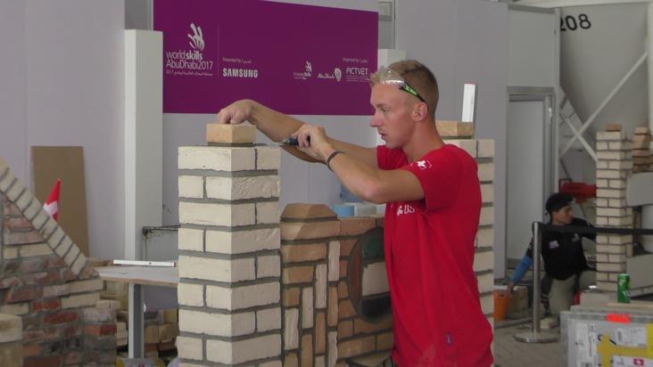 Schweizerischer Baumeisterverband: Maurer Kevin Hofer gewinnt an der Berufs-WM in Abu Dhabi Diplom