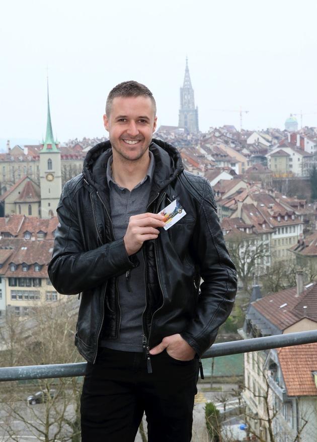 """Tom Lüthi zu Besuch in Bern. Weiterer Text über ots und www.presseportal.ch/de/nr/100003636 / Die Verwendung dieses Bildes ist für redaktionelle Zwecke honorarfrei. Veröffentlichung bitte unter Quellenangabe: """"obs/ACS Automobil Club der Schweiz/Mario Gaccioli"""""""