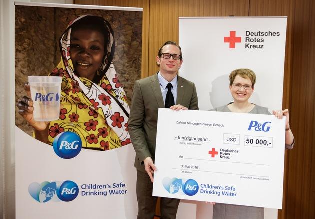 """10 Milliarden Liter sauberes Trinkwasser: """"Children's Safe Drinking Water""""-Programm von Procter & Gamble erreicht neuen Meilenstein"""