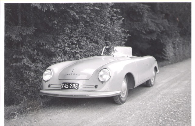 """Porsche 356 """"Nr. 1"""" Roadster in der Schweiz, 1948 Weiterer Text über ots und www.presseportal.ch/de/nr/100050872 / Die Verwendung dieses Bildes ist für redaktionelle Zwecke honorarfrei. Veröffentlichung bitte unter Quellenangabe: """"obs/Porsche Schweiz AG/Archiv Bendel/Swiss Car Register"""""""