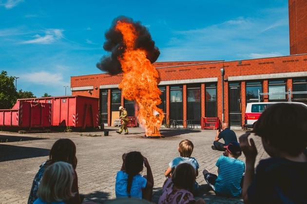 Spektakuläre Vorführung einer Fettexplosion