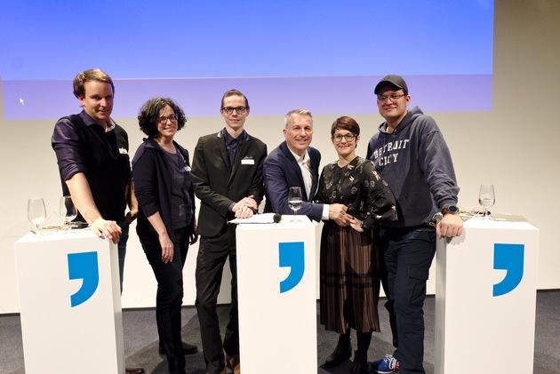 """Bilmaterial zum Communications Summit vom 6.2.2018, veranstaltet vom Zürcher Presseverein (ZPV) und der Zürcher PR-Gesellschaft (ZPRG). Simon Eppenberger, Alexandra Stark, Janosch Tröhler, Reto Lipp, Karin Baltisberger, Sascha Pallenberg (v.l.n.r). Weiterer Text über ots und www.presseportal.ch/de/nr/100016653 / Die Verwendung dieses Bildes ist für redaktionelle Zwecke honorarfrei. Veröffentlichung bitte unter Quellenangabe: """"obs/Communication Summit/Markus Senn"""""""
