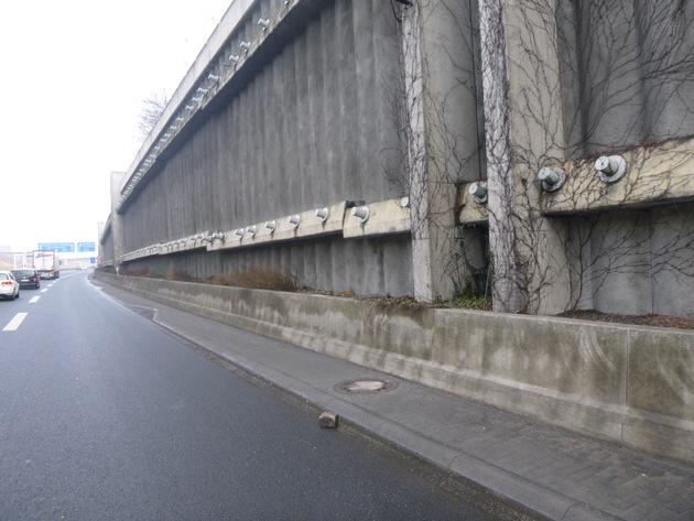 POL-VDMZ: Verkehrsunfall durch Steinewerfer im Bereich Hechtsheimer Tunnel / Augenzeugen gesucht