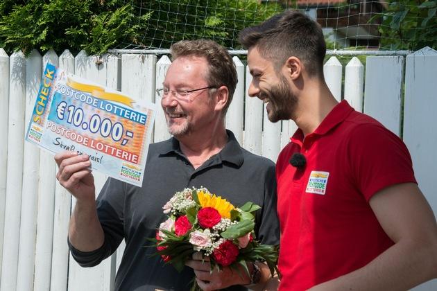 Der Moment, in dem der 55-Jährige die Gewinnsumme erfährt. Foto: Postcode Lotterie/Wolfgang Wedel