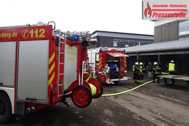 Zu einem Brand in einer Toilettenanlage der Realschule rückte die Plettenberger Feuerwehr am heutigen Dienstag aus