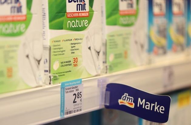 dm entwickelt klimaneutralisierte Produkte / dm listet klimaneutrale Produkte der Industriepartner bevorzugt ein