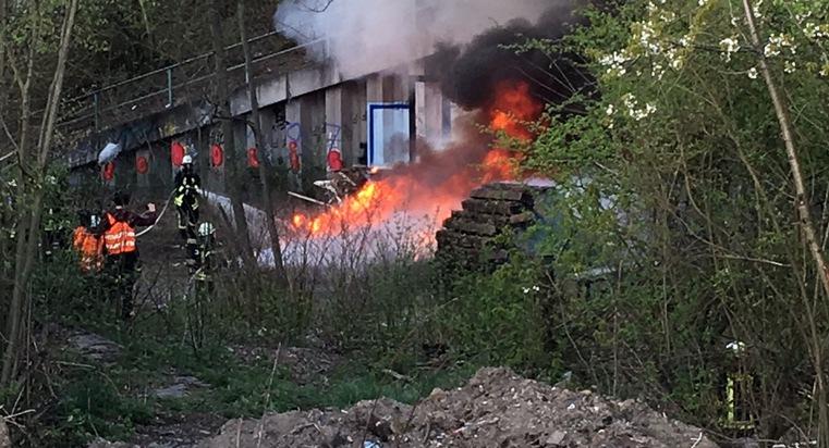 Die Brandstelle unterhalb der B236