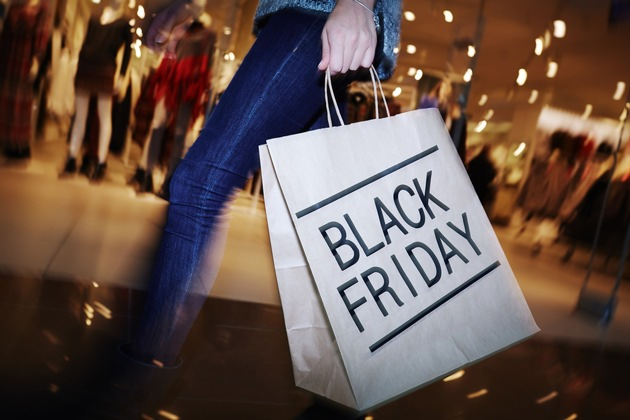 Zum Black Friday locken viele Geschäfte mit stark reduzierten Artikeln. Foto: Urlaubsguru/iStock/shironosov