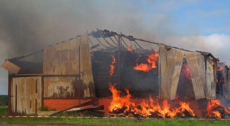 POL-DN: Erheblicher Sachschaden durch Brand einer Feldscheune